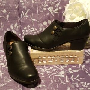 CLARKS BLACK LEATHER ANKLE BOOTIES BUTTON ACCENT